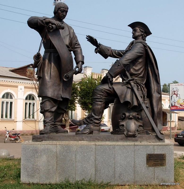 Петр I и М.И.Сердюков. Памятник в г. Вышний Волочок