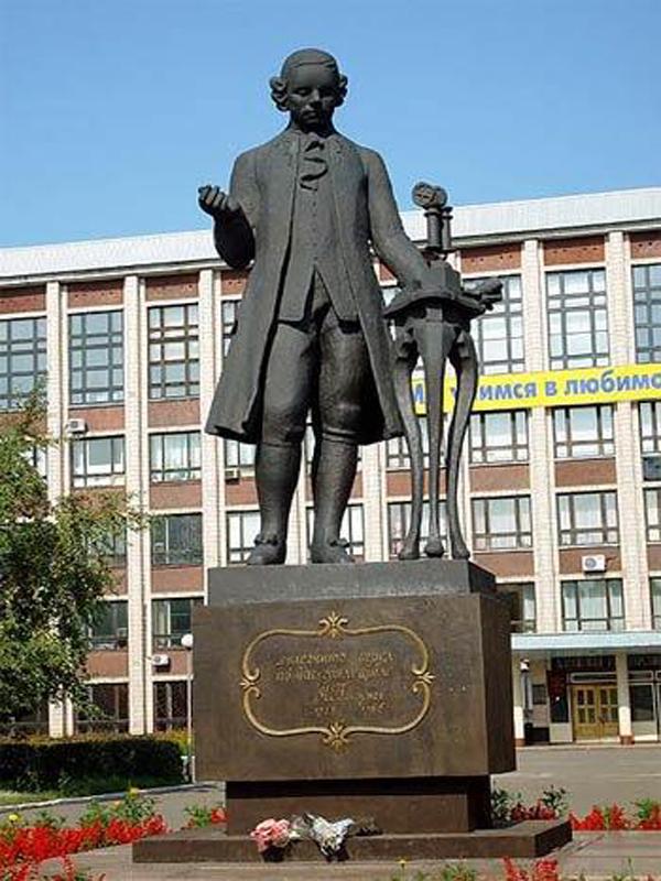 г. Барнаул. Памятник Ивану Ивановичу Ползунову