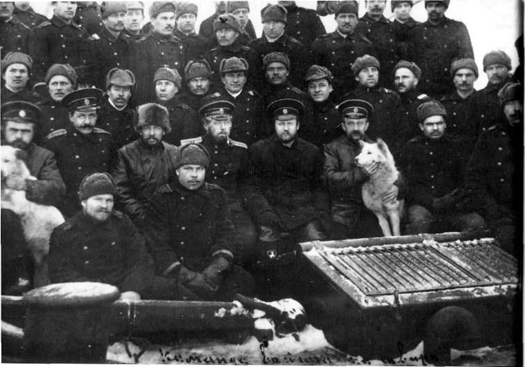 Команда «Вайгача». Офицеры «Вайгача», слева направо: Никольский А.Г., Гельшерт Н.А., Новопашенный П.А., Жохов А.Н., Неупокоев К.К., Арнгольд