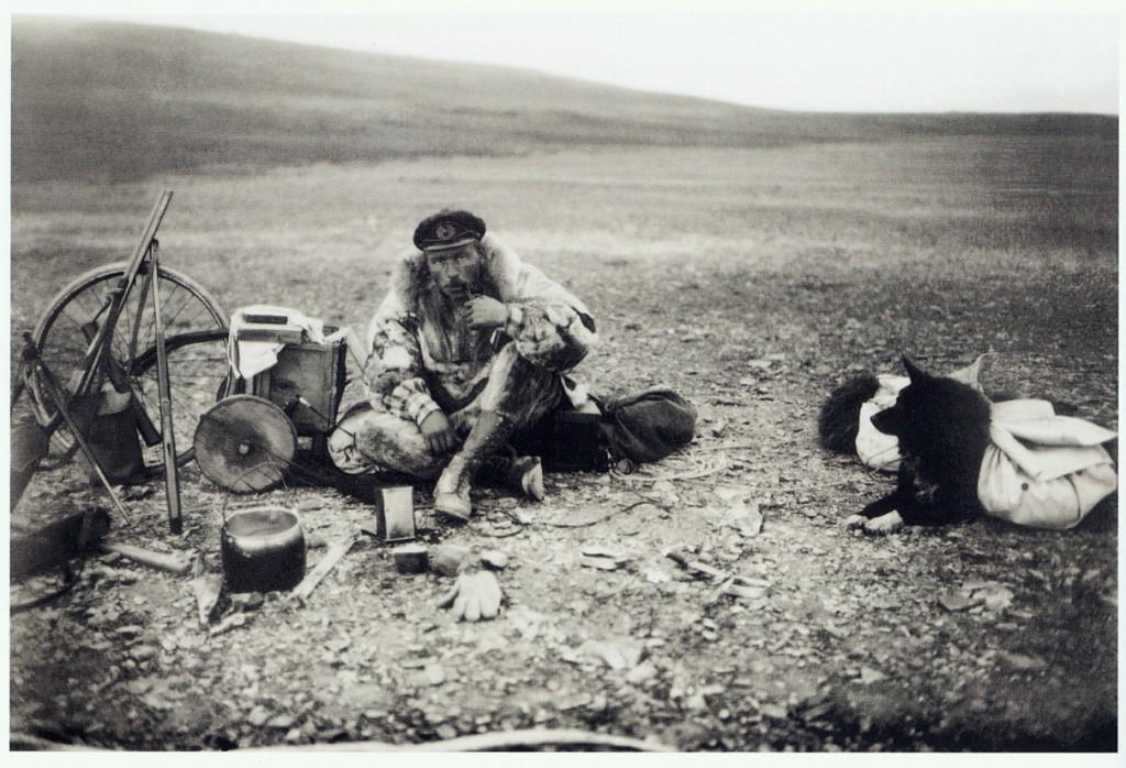 Г.А. Ушаков, начальник острова Врангеля, на привале. Конец 1920-х гг.