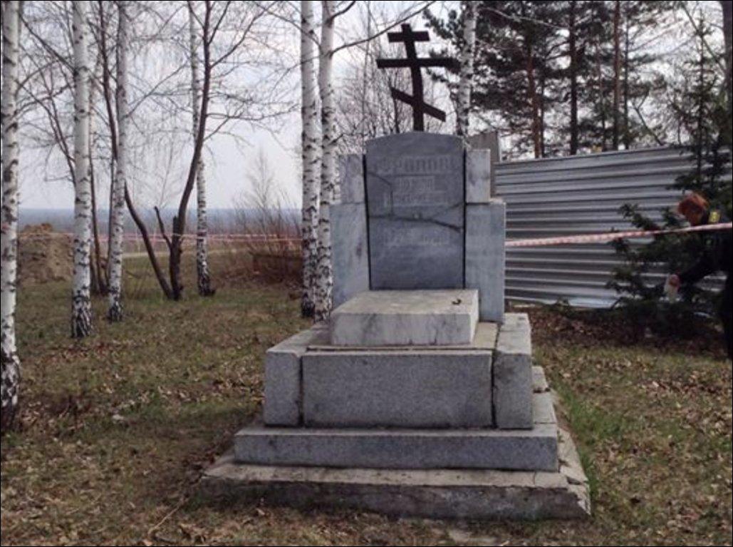 Город Барнаул. Надгробный памятник на могиле Козьмы Дмитриевича Фролова
