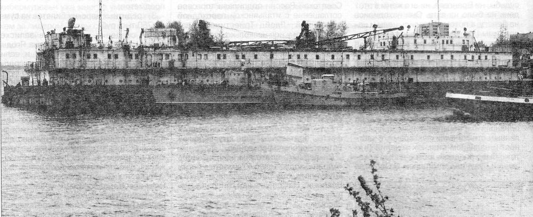 Часть флота московского отделения «Гипрорыбфлот» - плавучие мастерские ПРМ-557 (сзади) и ПМ-408