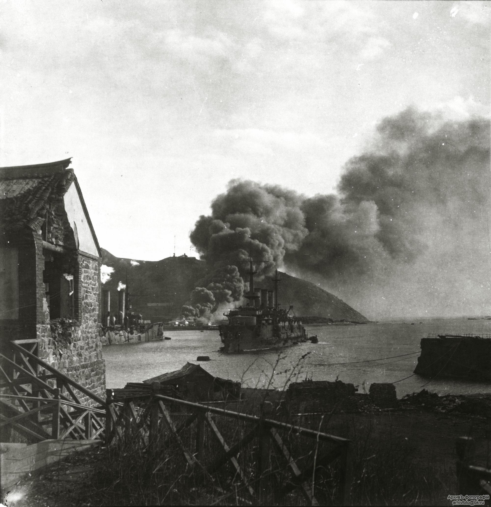 """Эскадренный броненосец """"Победа"""" в Порт-Артуре. 1904 г."""