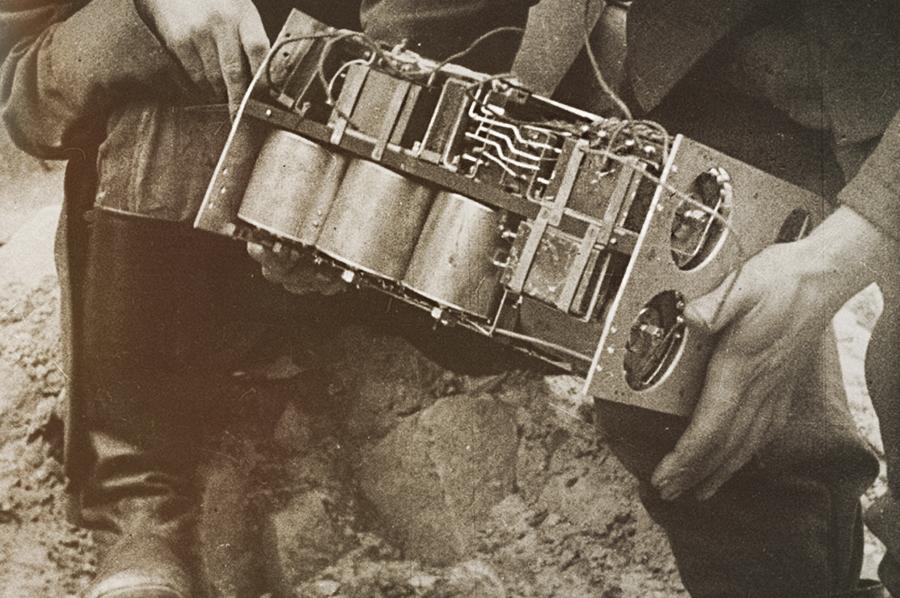 Блок управления (без корпуса) радиоминой Ф-10. Кадр из немецкого еженедельника Die Deutsche Wochenschau