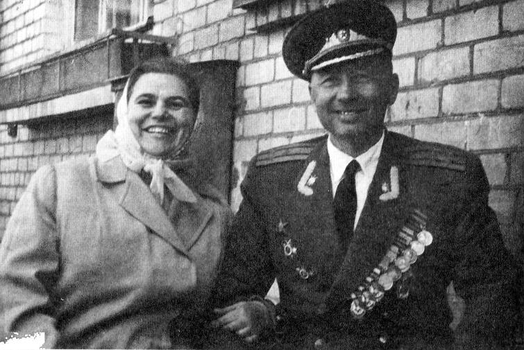 Полковник Иванченко со своей женой Анной (Галиной). Ленинград, 1970 год