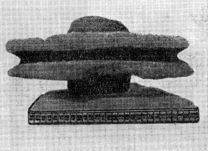 Колесо повозки Змеиногорской дорги Фролова в горизонтальном положении