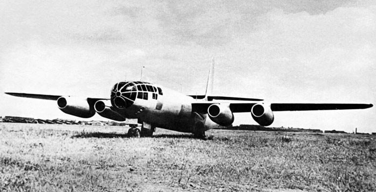 Реактивный бомбардировщик Ил-22
