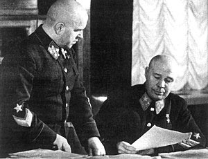 Начальник Генерального штаба Г.К. Жуков и нарком обороны С.К. Тимошенко, 1941 г.