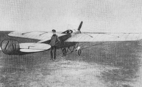 Нестеров у своего «Ньюпора-IV», на котором была совершена первая «мёртвая петля»