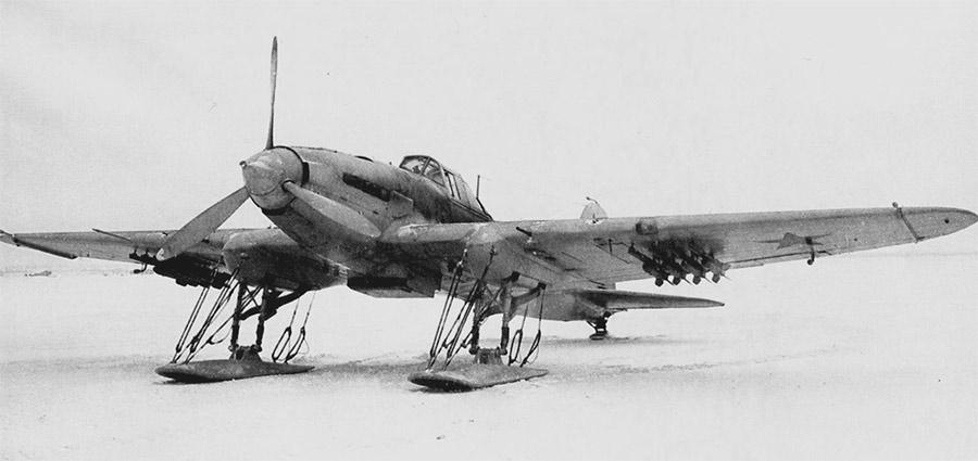 Штурмовик Ил-2 с реактивными снарядами РС-132