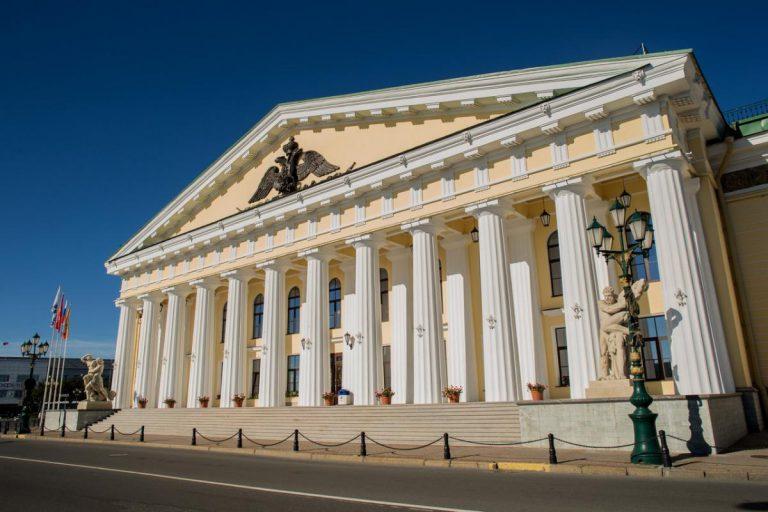 Здание горного института (бывшего Горного кадетского корпуса), построенное архитектором Воронихиным в 1806-1811 гг.