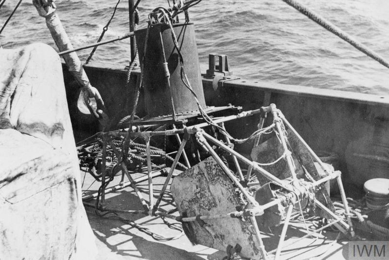 """Подводная телевизионная установка с камерой Маркони на палубе спасательного судна """"Реклейм"""" в ходе работ по обследованию подводной лодки «Эфрей»"""
