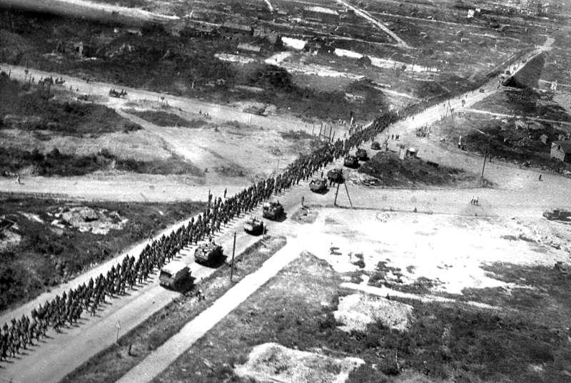Операция «Багратион, лето 1944 г. Колонна пленных немцев