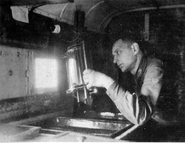 Специалист аэрофотографической службы времён Великой Отечественной войны