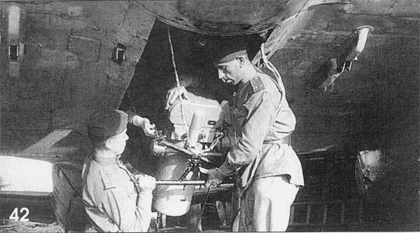 Установка аэрофотоаппарата в бомбоотсек Пе-2Р